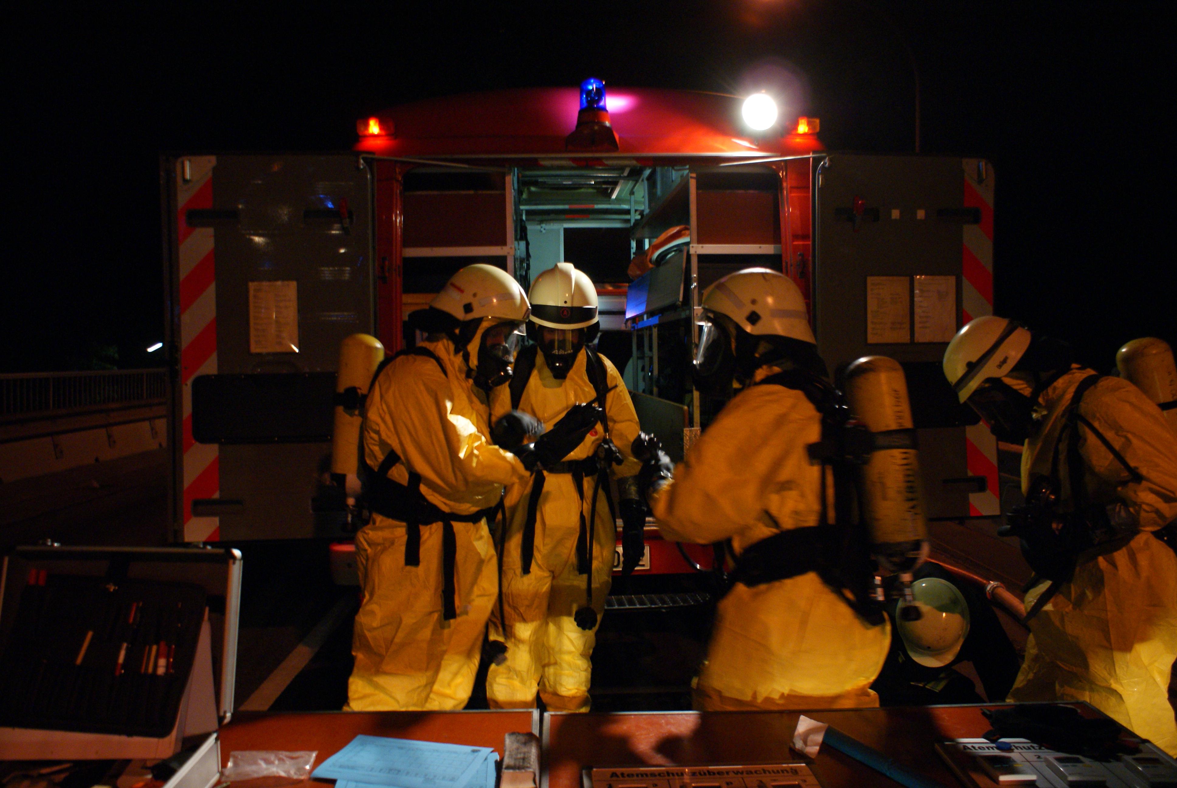Photo of Chemische Reaktion bei Räumungsarbeiten im ehemaligen Polizeipräsidium führt zu Feuerwehreinsatz