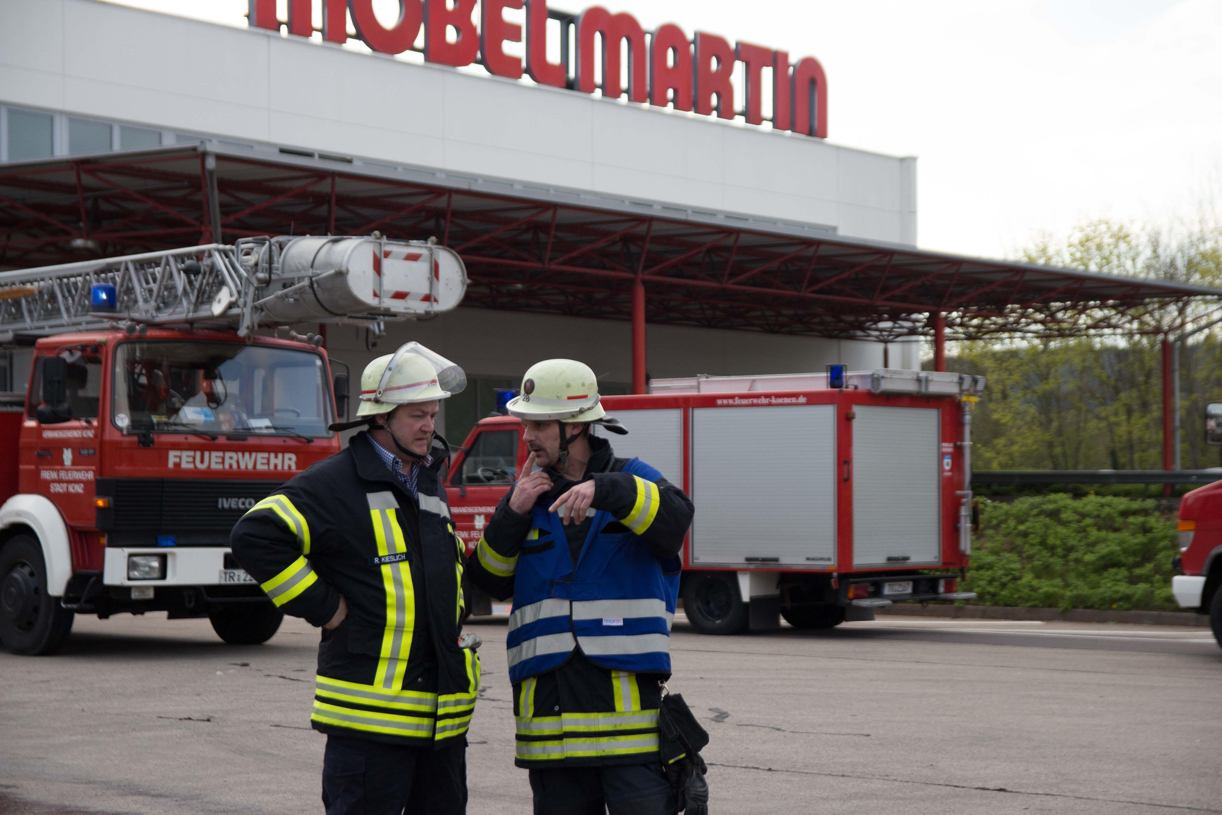 Brand Bei Möbel Martin Und Gleichzeitiger Auffahrunfall Auf Der B51