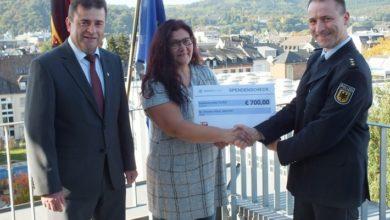 Photo of Bundespolizei Trier überreicht Spendeneinnahmen an St. Vinzenz-Haus Speicher