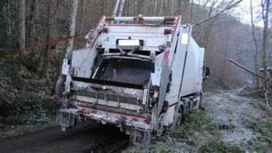 Photo of Müllwagen rutsch in Straßengraben