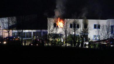 Photo of Brand in Mehrfamilienhaus – Einsatzkräfte finden zwei leblose Personen