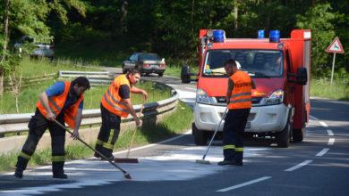 Photo of Tankhalterung löste sich – 3,5 KM der B 407 mit Dieselkraftstoff verunreinigt.