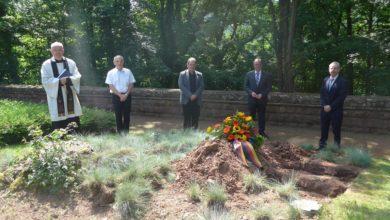 Photo of Drei Soldaten finden ihre letzte Ruhe – Appell für Frieden