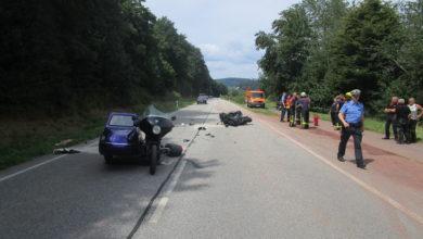 Photo of Vier Personen bei Zusammenstoß zweier Motorräder schwerverletzt