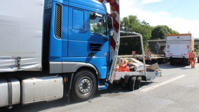 Photo of LKW prallt auf Baustellen-Absicherungsfahrzeug