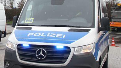 Photo of Dienstfahrzeug der Bundespolizei mit Steinen beworfen