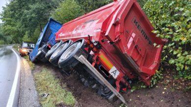 Photo of LKW Unfall – Zwei Sattelzüge kollidieren im Begegnungsverkehr